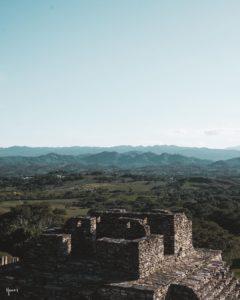 Vue sur les plaines d'Ocosingo depuis le sommet de Tonina