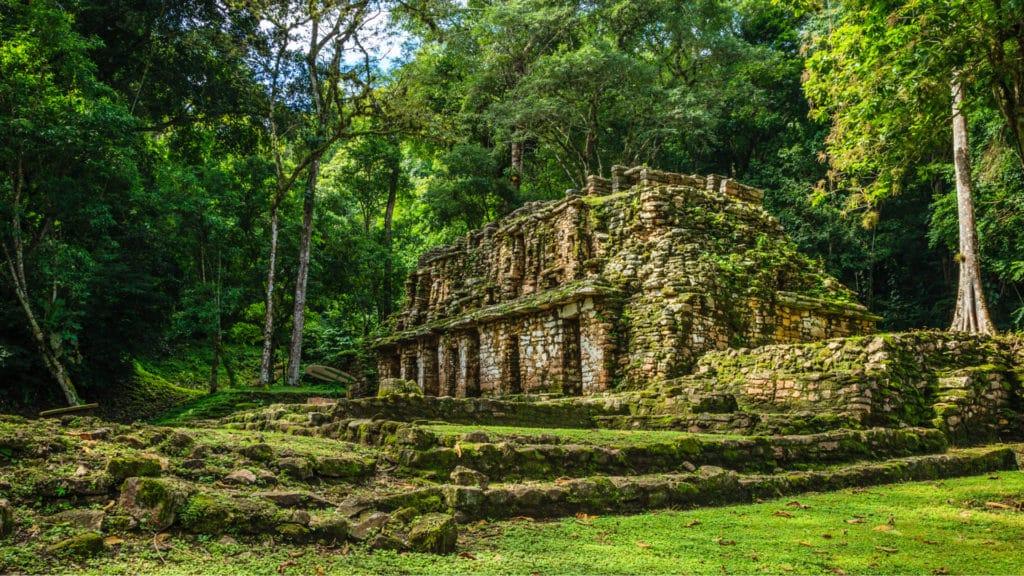 Vue du face du temple de Yaxchilán