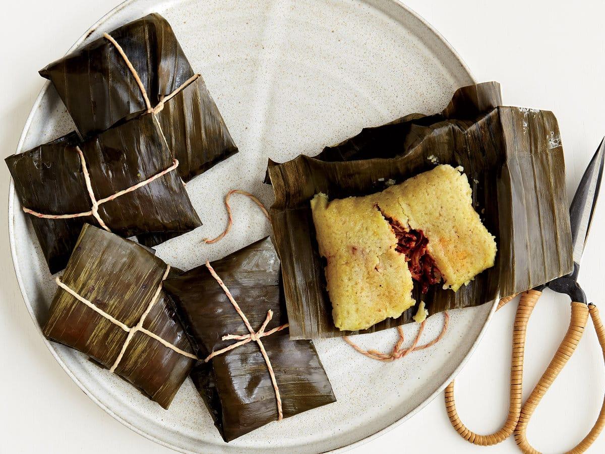 Plats de tamales de la cuisine mexicaine