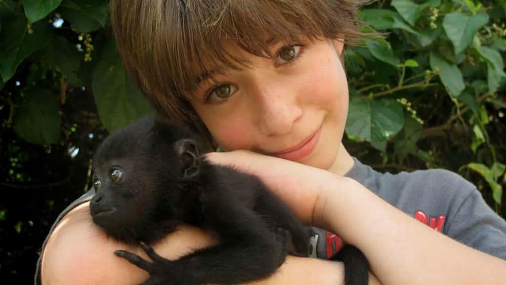 Enfants avec un petit singe au Chiapas