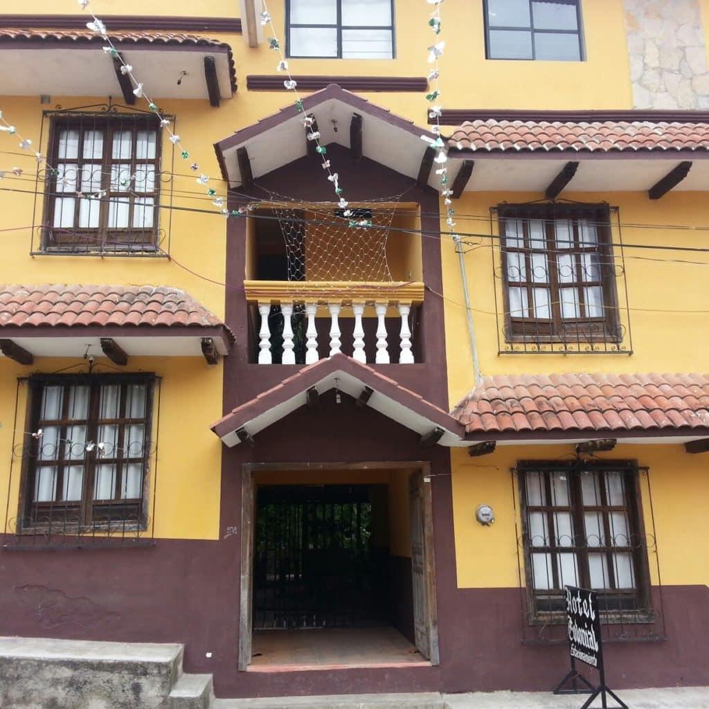 Vue extérieure de l'hotel Colonial Ocosingo