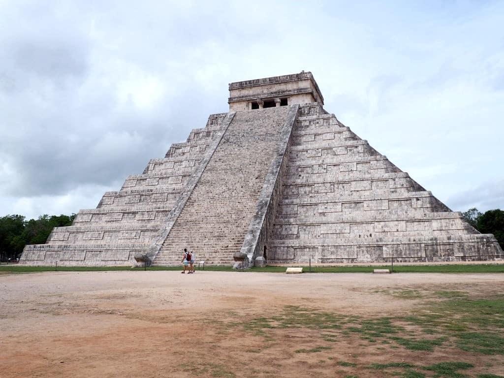 Vue sur la pyramide de Chichen Itza