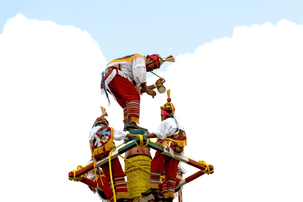 Vue sur un sauteur de la ville de Papantla