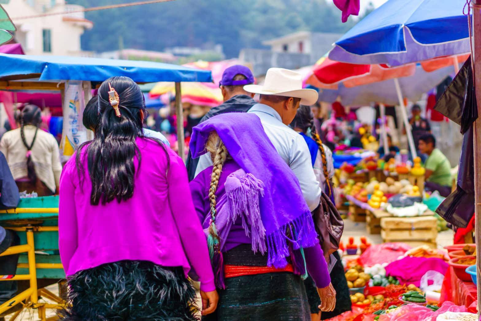 Une femme maya tzotzil sur le marché du village de Chamula