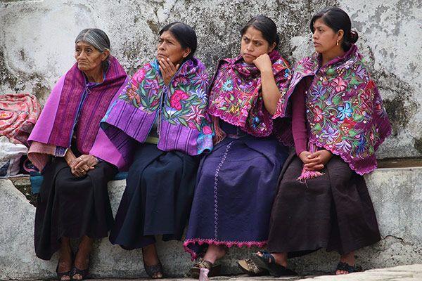 Femme maya tzotzil sur le marché du village de San Cristobal de las casas